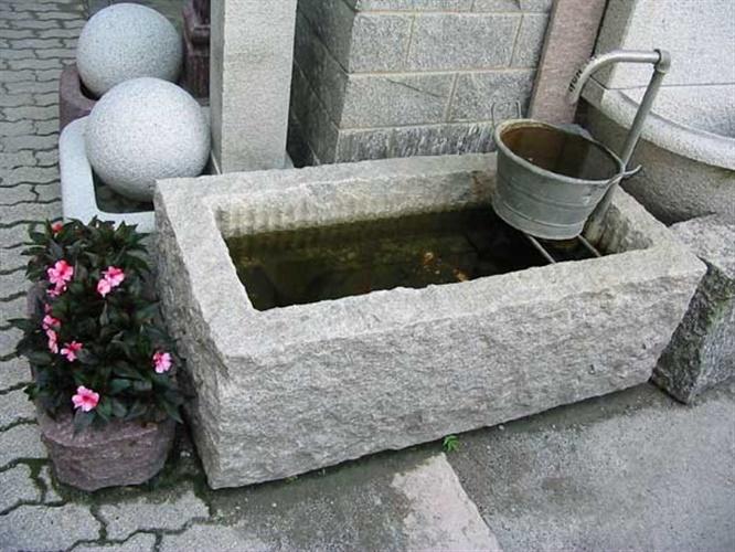 Fioriere vasche pietre per giardini schenatti srl for Sassi per fioriere