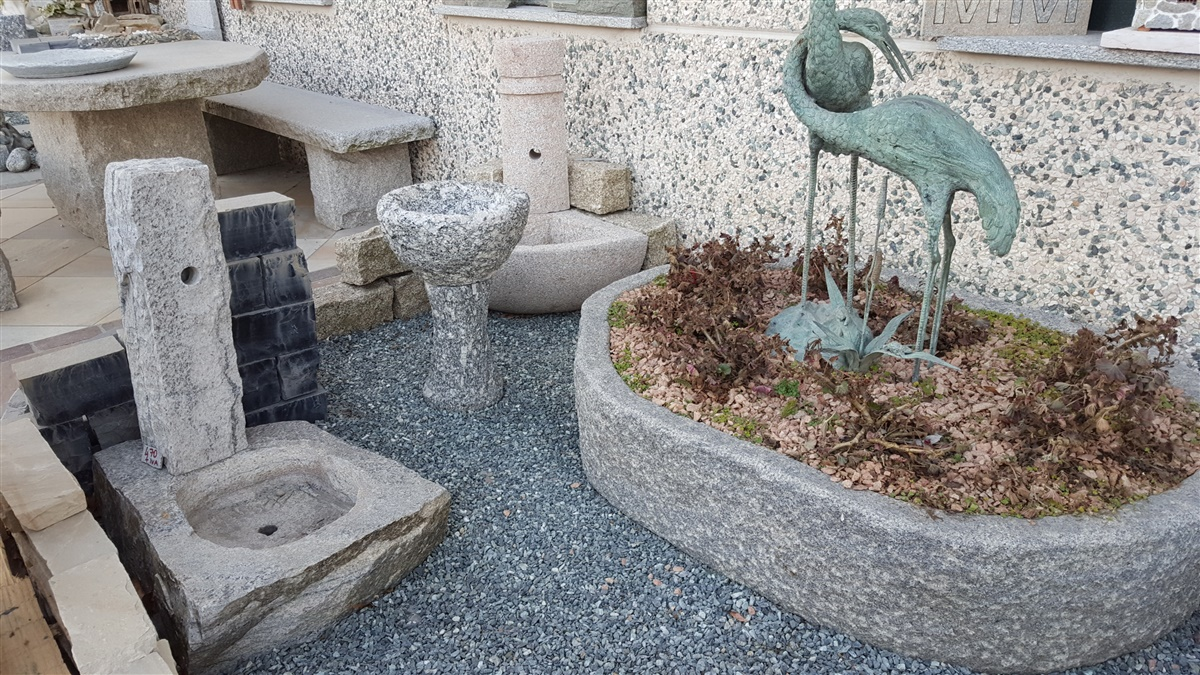 Immagini di fontane da giardino in pietra for Disegni frontali in pietra